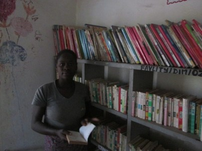 Gérante de la bibliothèque de Dimikuy