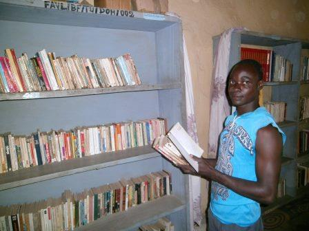 Séance d'inventaire à la bibliothèque de dohoun