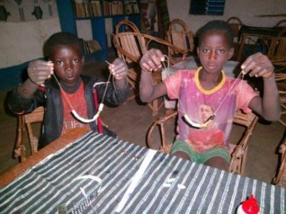 Les colliers fabriqué par les enfants