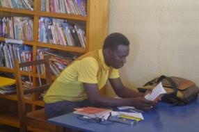 Lecteur adulte venu lire sur place