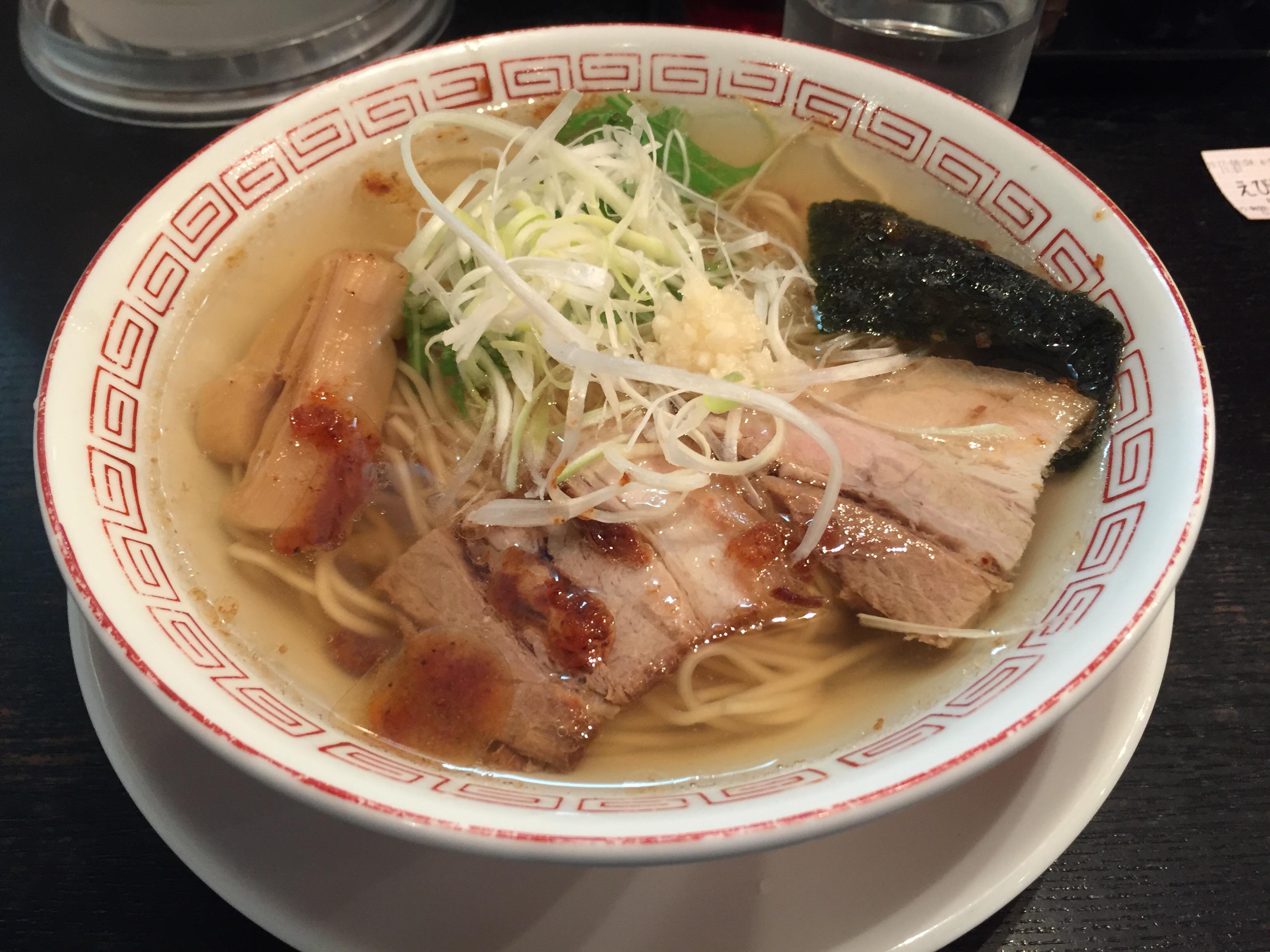透き通ったスープに桜えび。川崎