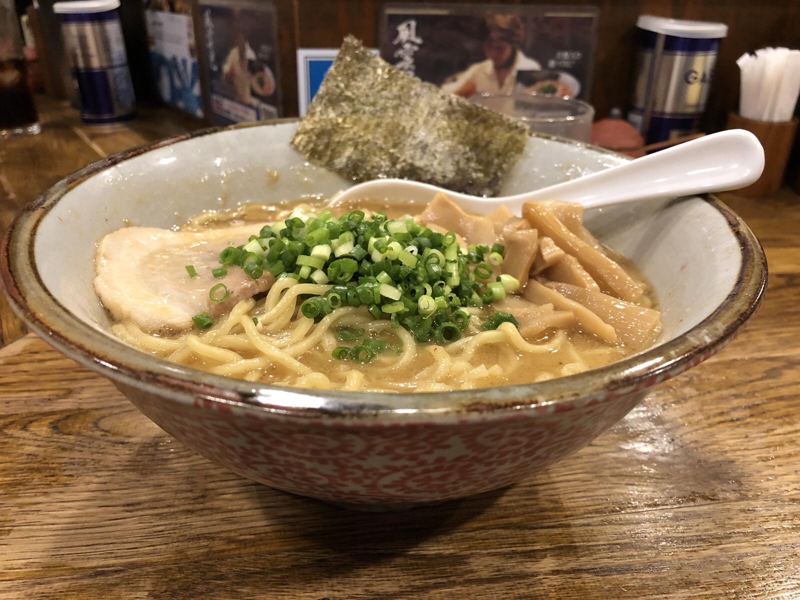 """新宿の行列ラーメン店 こだわりの鶏白湯と魚介Wスープ""""風雲児"""""""