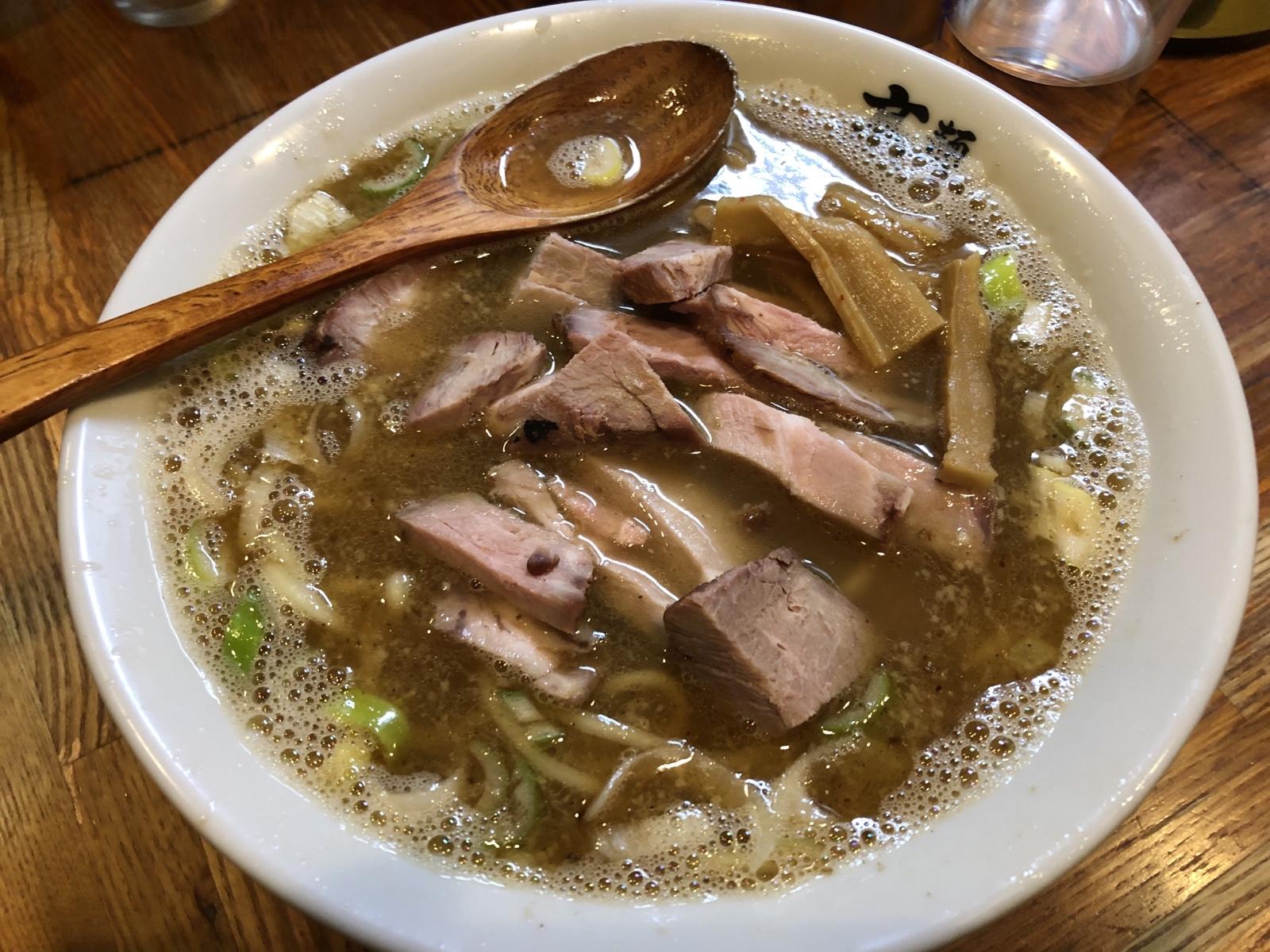赤羽の小さな名店 肉もスープもたまらない!「麺 高はし」