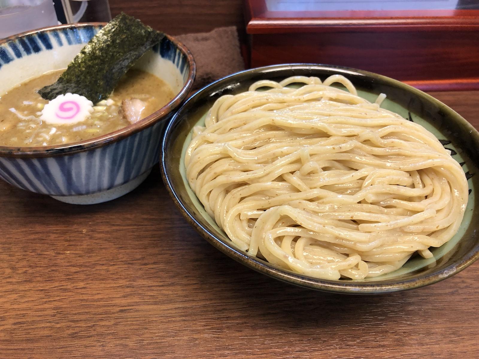 川崎「三三七」 鶏と魚介の黄金比、濃厚つけめん煮番搾り!