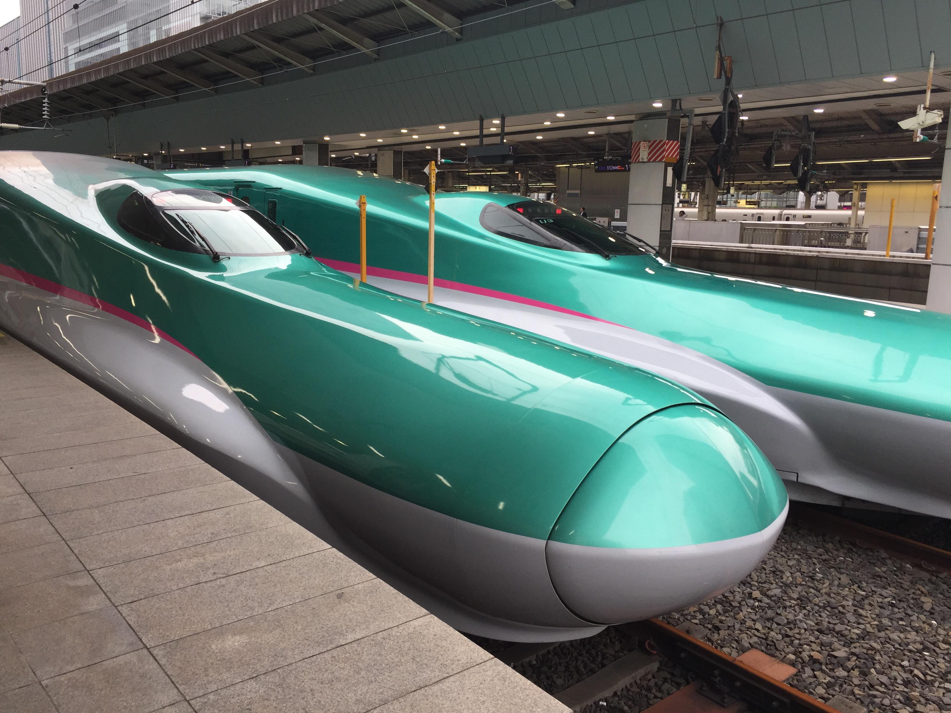"""""""初音ミク""""に""""ずーしーほっきー""""。新幹線はやぶさに乗って北海道へ。"""