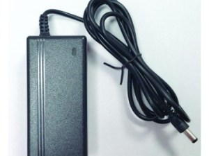 EOS PS-1202C2 Τροφοδοτικό switching 12VDC/2A, σε πλαστικό κουτί.Διαθέτει 2 εξόδους