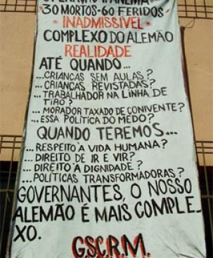 Cartaz afixado no Morro do Alemão, em 2007