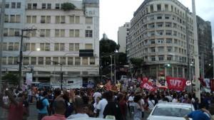 Momento em que os manifestantes estão entrando na Praça Castro Alves, em Salvador (BA). Foto: Jadson Oliveira.