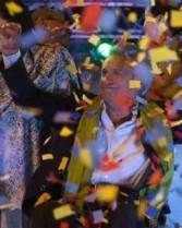 Lenín Moreno, presidente eleito, durante festejos pela vitória domingo à noite (Foto: jornal El Telégrafo)