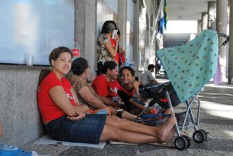 Pessoas ameaças de remoção durante a vigília. Foto : Gabriel Bernardo/Fazendo Media.