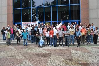 Manifestantes cobram falta de transparência com o dinheiro público em frente ao Instituto de Previdência e Assistência do Município do Rio de Janeiro (Prev-Rio). Foto: Gabriel Bernardo/Fazendo Media.