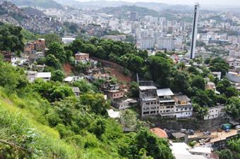 Um dos trechos onde ocorreu o deslizamento no Morro dos Prazeres. Foto: Fabio Ferreira.