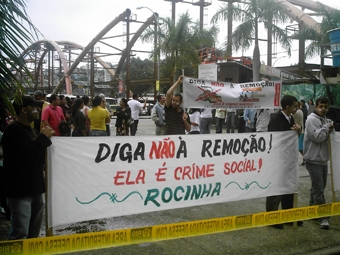 Mais de 15 comunidades estavam representadas no protesto, e a Rocinha foi uma delas. Foto: Eduardo Sá/Fazendo Media.