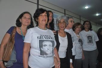 Victória Grabois e familiares de desaparecidos políticos na Guerrilha do Araguaia. Foto: Gabriel Bernardo/Fazendo Media.