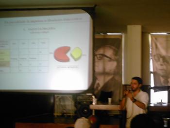 Kássio Motta, pesquisador, representando seu estudo. Foto: Eduardo Sá
