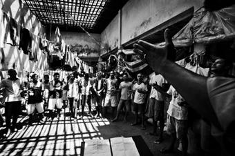 A igreja é a instituição mais que mais presta serviço nas carceragens, com orações quase todos os dias. Foto: Arquivo Kalil.