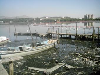 Pier onde os barcos da Vila Residencial da UFRJ, no Fundão, ficam ancorados. Foto: Eduardo Sá/Fazendo Media.