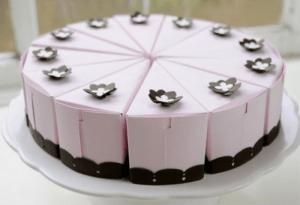 Bolo-de-papel-com-tampa-na-frente-01 Fatia de bolo de papel com tampa na frente - Bolo Fake