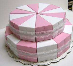 Bolo-de-papel-com-tampa-na-frente-04 Fatia de bolo de papel com tampa na frente - Bolo Fake