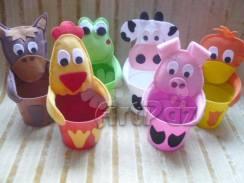 Lembrancinha-aniversário-fazendinha-copos-personalizados-bichos-feltro Idéias para festa Infantil com tema Fazendinha para meninos e meninas