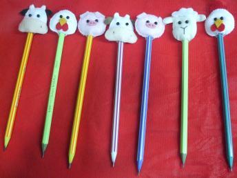 Lembrancinha-aniversário-fazendinha-ponteira-lápis-bichinhos-feltro Idéias para festa Infantil com tema Fazendinha para meninos e meninas