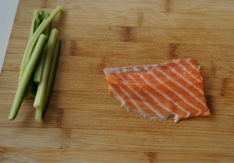 upstream-sushi-roll-salmon