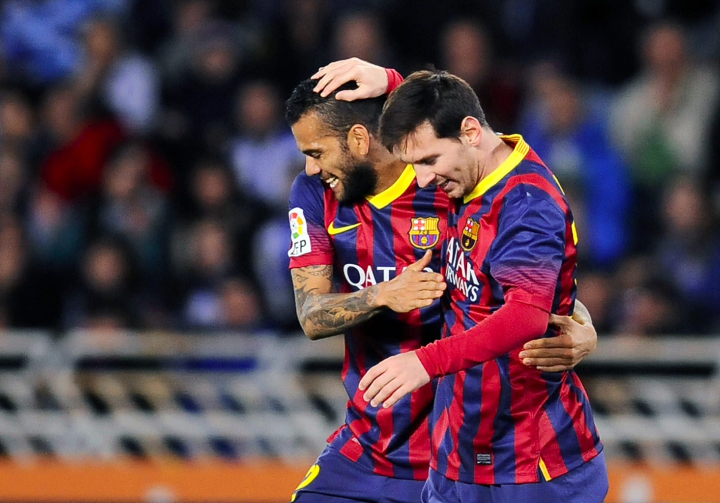 "Alves ""Messi is much better than Ronaldo"""