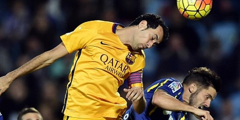 Sergio Busquets head pass at the game against Getafe