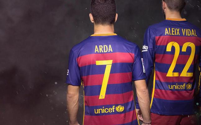Turan & Vidal get Barcelona shirt numbers