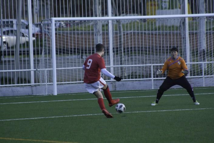 FCB striker Lewis Jones nets against Unión Selección in the Liga Bunwer Clausura