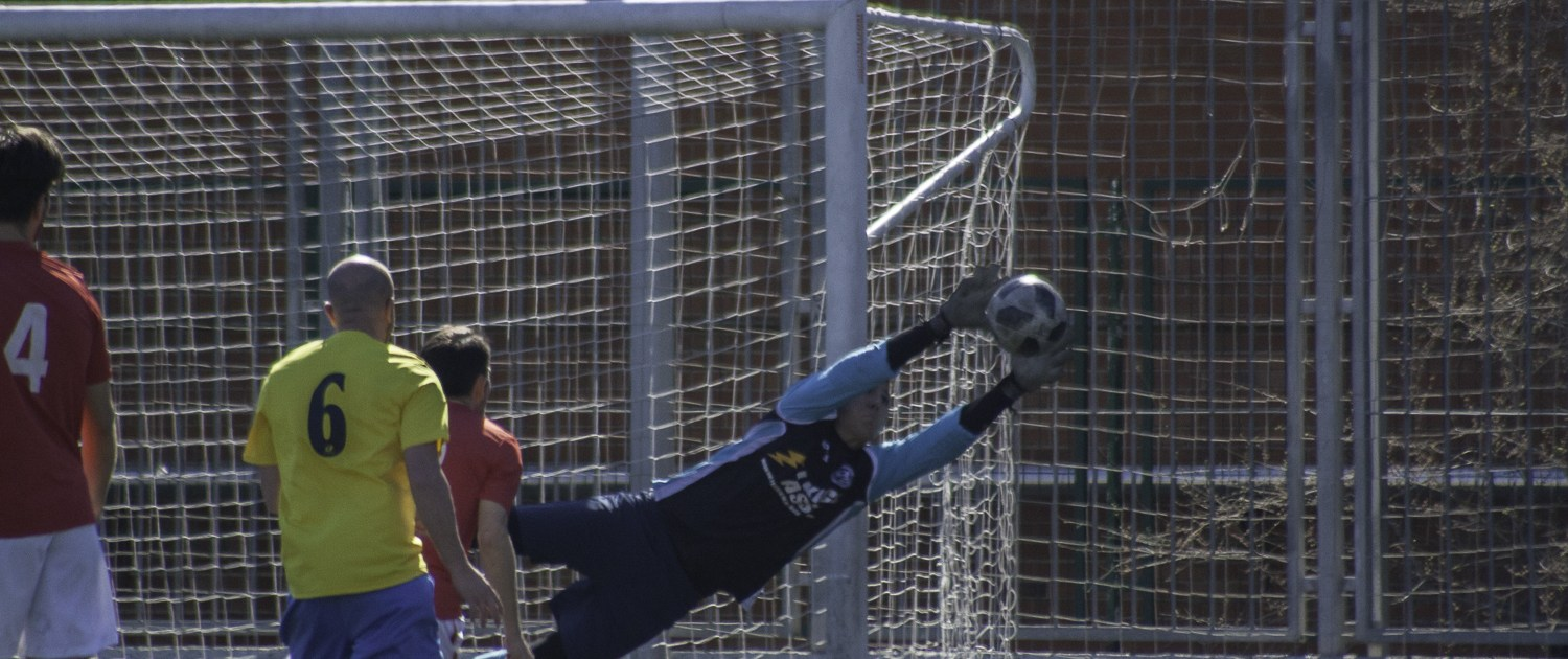 FCB goalkeeper Jorge Pires in action against Bar La Piscina in the Liga Bunwer Clausura Honor 02/03/2019