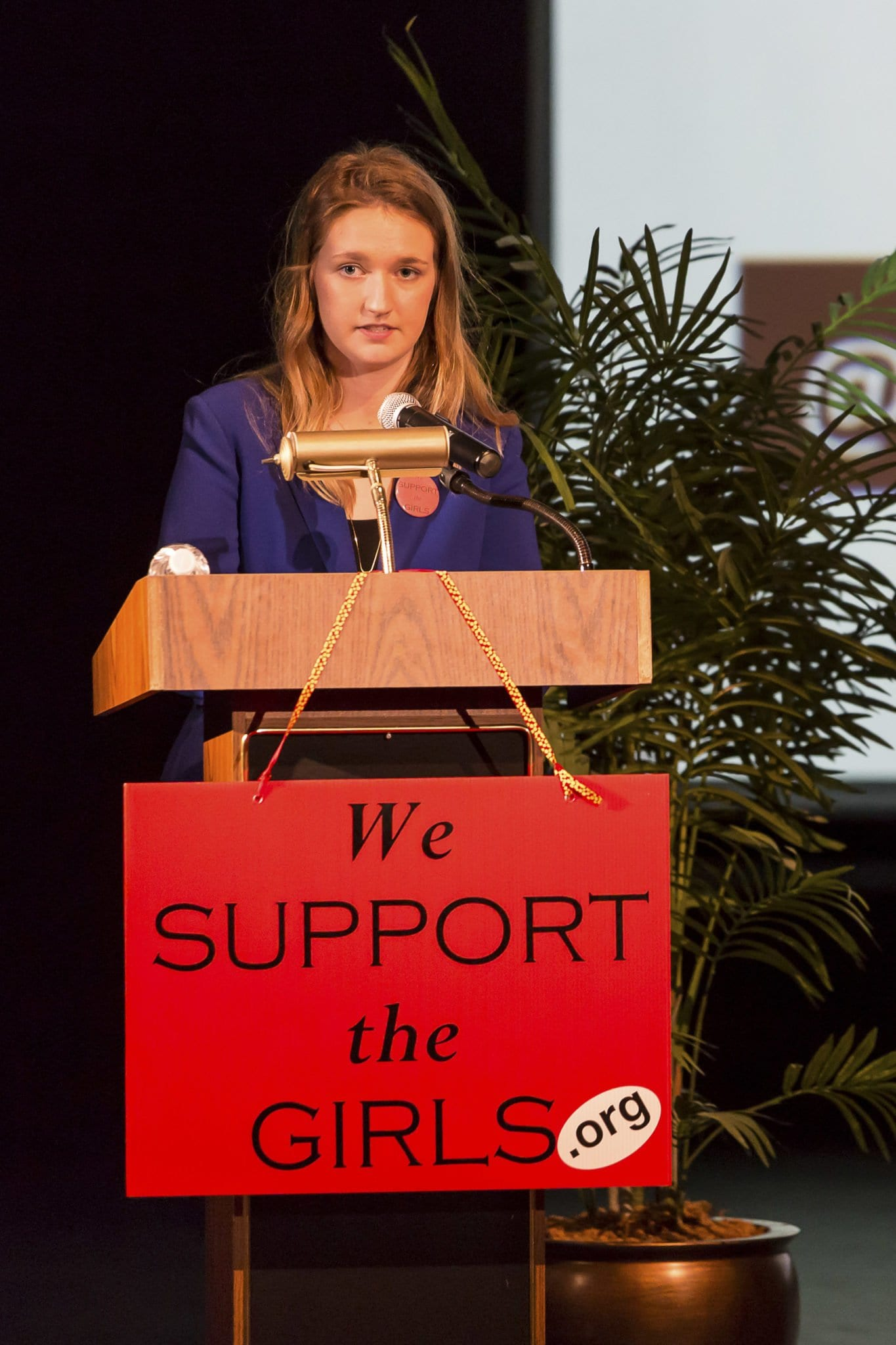 Caitlyn Knittig speaks at the We Support the Girls Community event at Washington-Lee High School in Arlington (Photo: Eric Schweik)