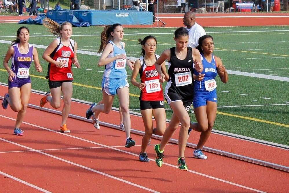 Mason runners compete in the 3200-meter run at T.C. Williams High School. (Photo: Dawn Tarter)