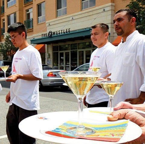waitersrace1WEB