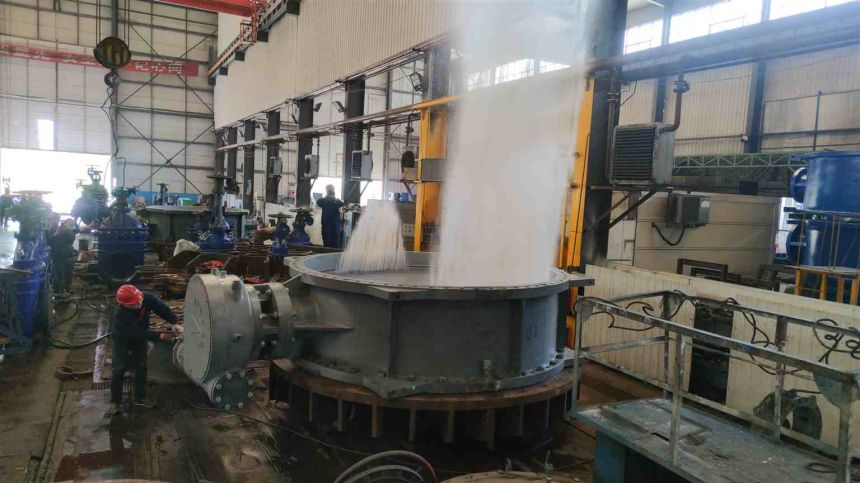 The large-diameter butterfly valve is subjected to pressure test to remove the pressure water and splashing