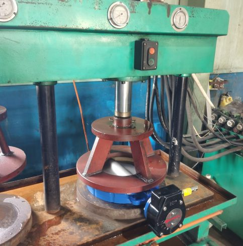 Pressure test of lug to clamp fluorine-lined butterfly valve-1