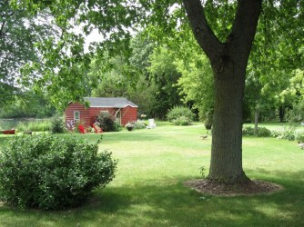 red-cabin-at-green-acres-2