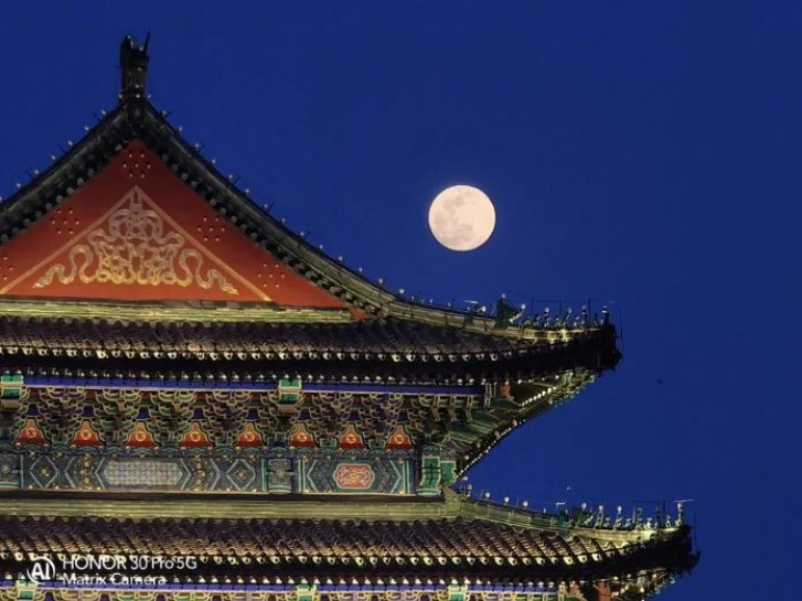 Kehormatan 30 foto sampel Pro muncul, mengisyaratkan kemungkinan mode Bulan