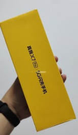 Realme X7 Pro perakende kutusu ve fiyatı