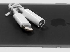 Mufa de 3,5 mm a dispărut, înlocuită de Bluetooth și Lightning