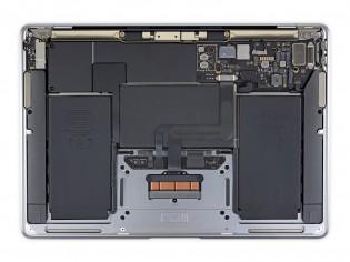 MacBook Air: M1 (kanan)