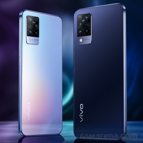 vivo V21 5G in Sunset Dazzle and Dusk Blue colors
