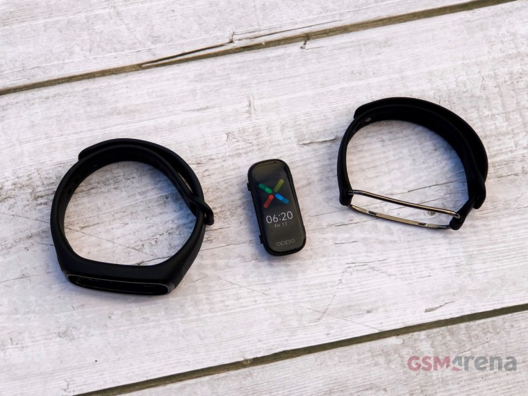 Oppo Band Style with Sport strap on the left and Style strap on the right