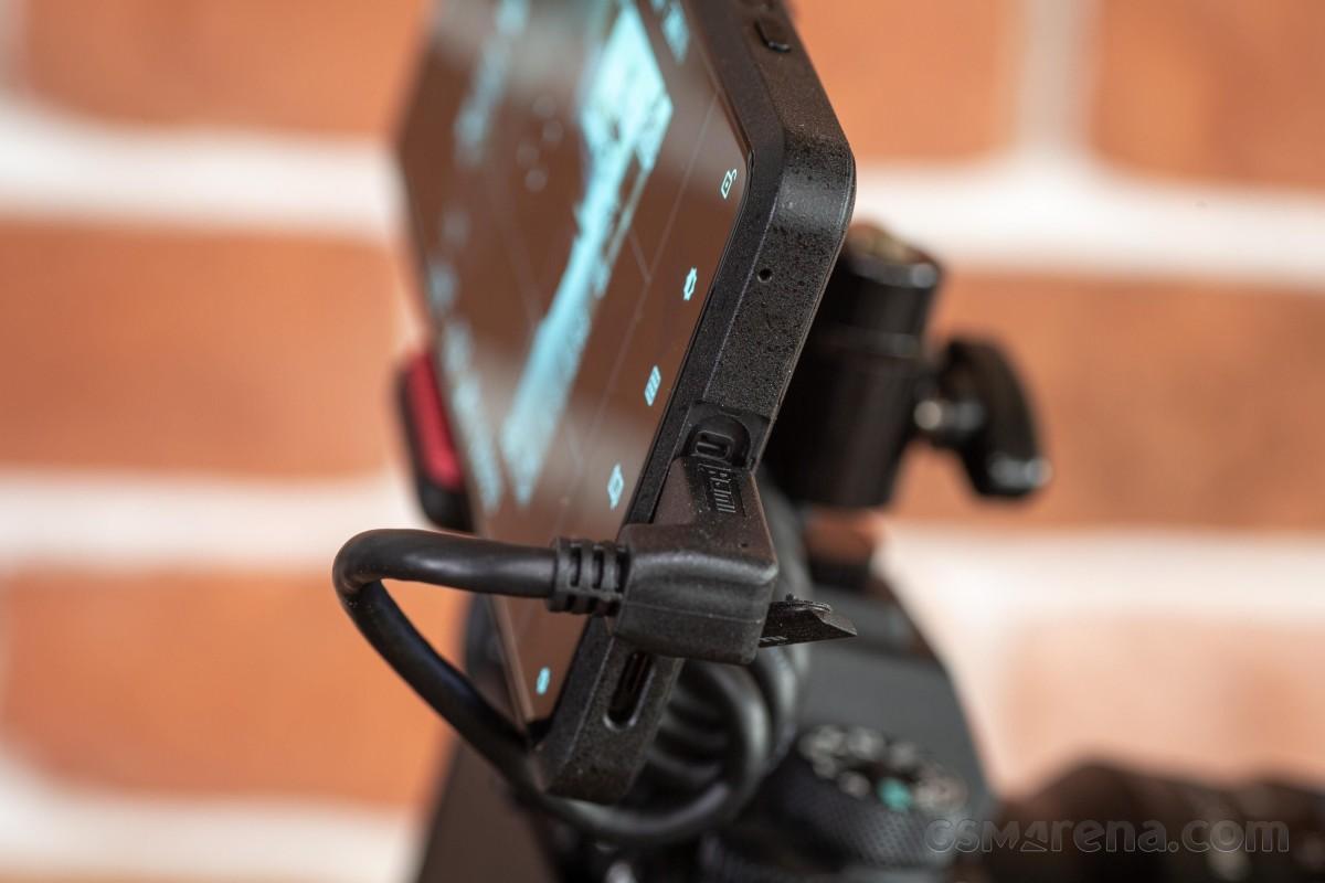 Sony Xperia Pro untuk ditinjau
