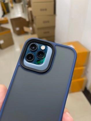 Apple iPhone 12 Pro dengan casing iPhone 13 Pro