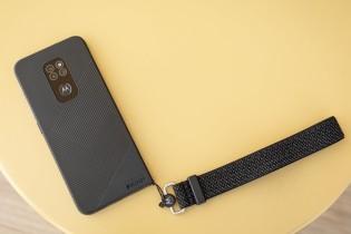 Motorola Defy (2021) has a lanyard eyelet