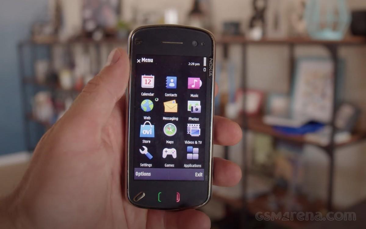 Video kilas balik: Nokia N97 mencoba membunuh iPhone, malah membantu membunuh Nokia