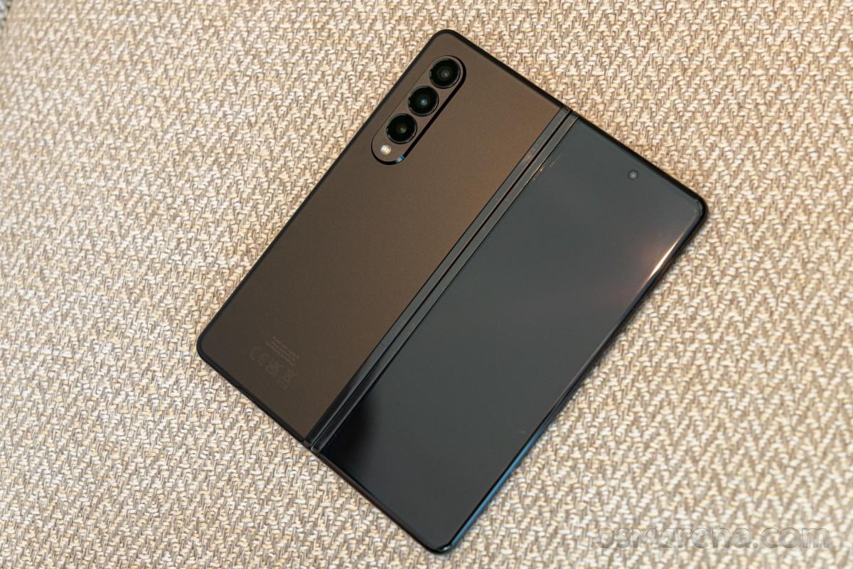 Tonton Samsung Galaxy Z Fold3 dibongkar di video