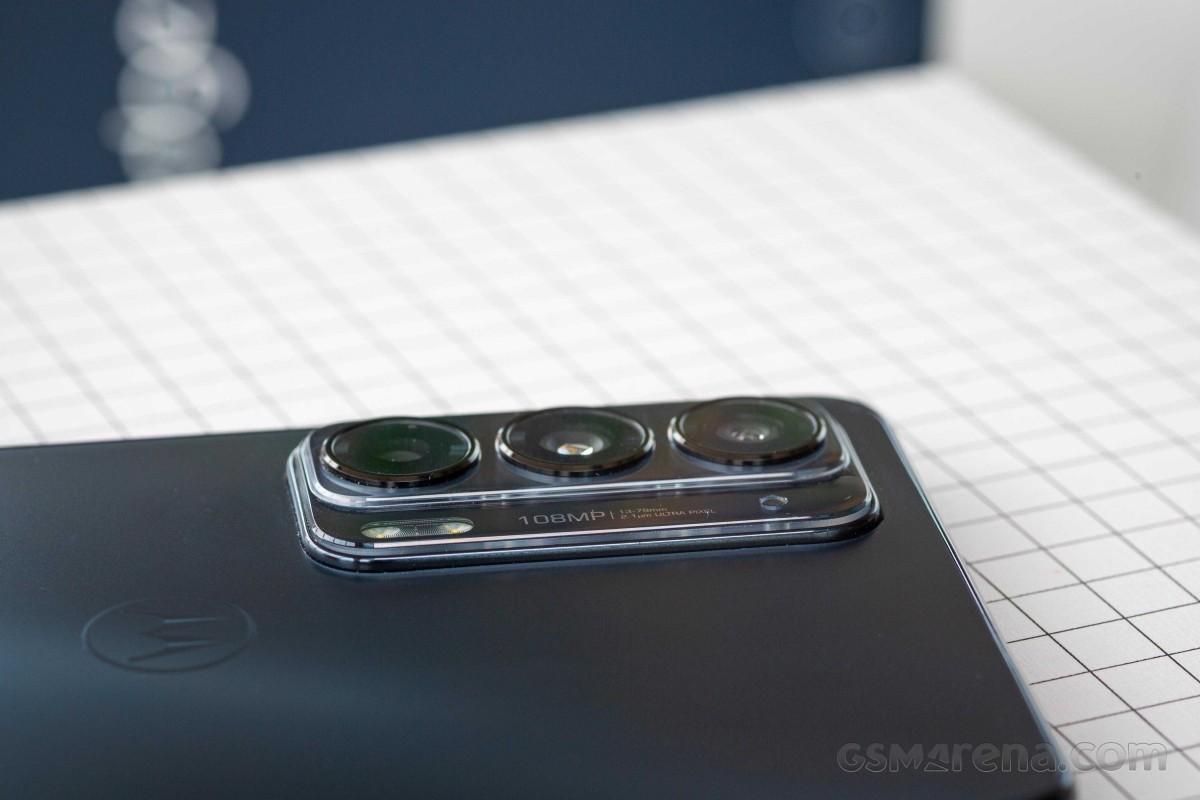 Motorola Edge 20 untuk ditinjau