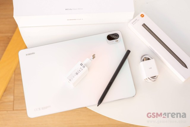 The 22.5W charger came with the Xiaomi Pad 5, the stylus will be sold separately